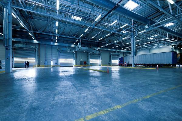 Hale przemysłowe tworzone przez wyspecjalizowane firmy