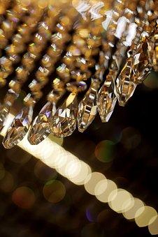 Kinkiet z kryształu jest synonimem luksusu