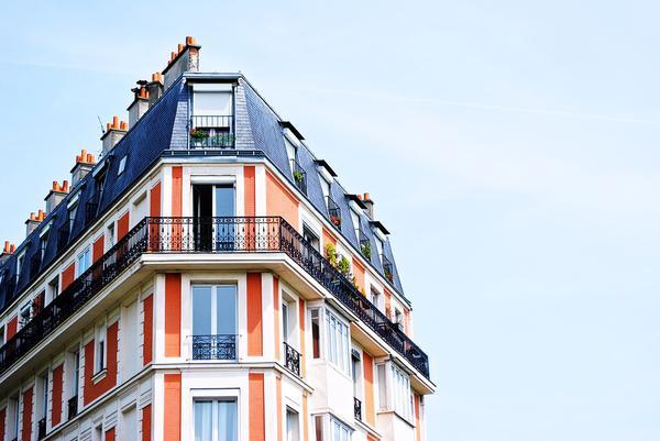 Zastosowanie i wygląd obróbek blacharskich na balkonie