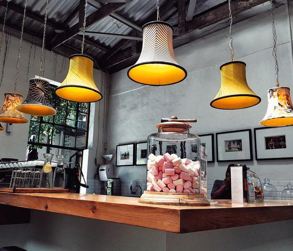 Lampa mosiężna do restauracji