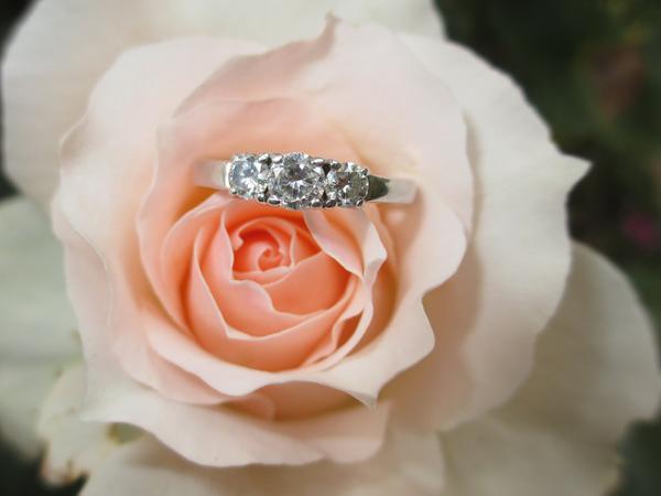 Jaki pierścionek zaręczynowy wybrać?