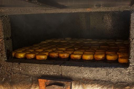 Uwędzenie sera w wędzarni