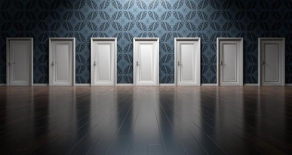 Na czym polega produkcja drzwi?