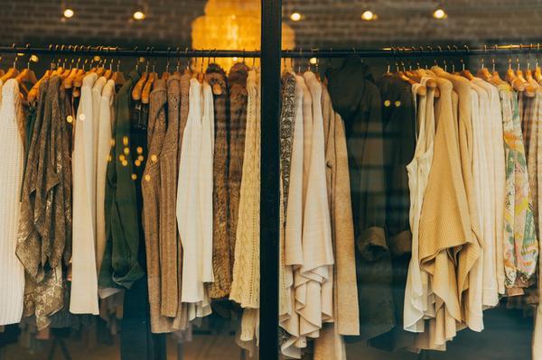 Zalety sukienki z dzianiny