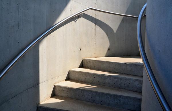 systemy oddymiania klatek schodowych